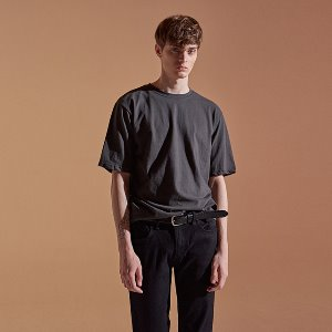 ROUND JUST HALF TEE_CHARCOAL