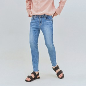 LIGHT SLIM STRAIGHT DENIM
